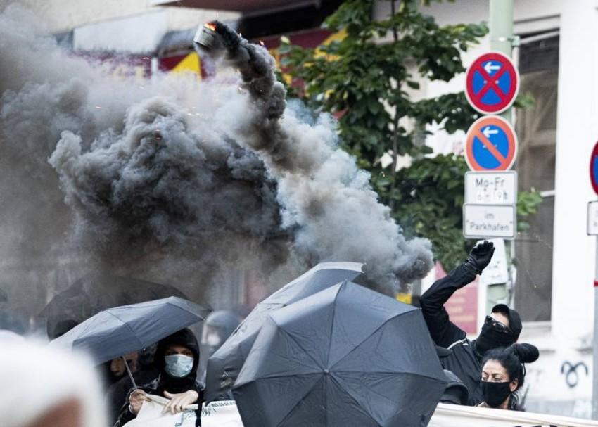 اشتباكات بين متظاهرين وقوات أمن في ألمانيا. (أ ب)