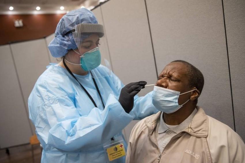 ارتفاع إصابات كورونا في الولايات المتحدة إلى 4.67 مليون. (أ ب)