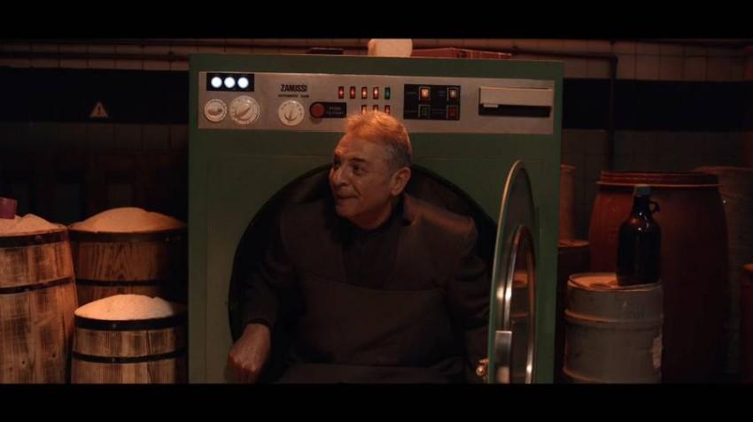 محمود حميدة في مشهد من فيلم»الغسالة»
