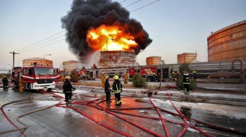 رجال إطفاء بموقع حريق في إيران. (أرشيفية)