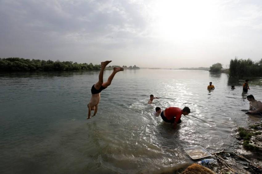 ارتفعت درجات الحرارة إلى مستويات قياسية هذا الصيف - حيث وصلت إلى 52 درجة مئوية (125 فهرنهايت) في بغداد الأسبوع الماضي - رويترز