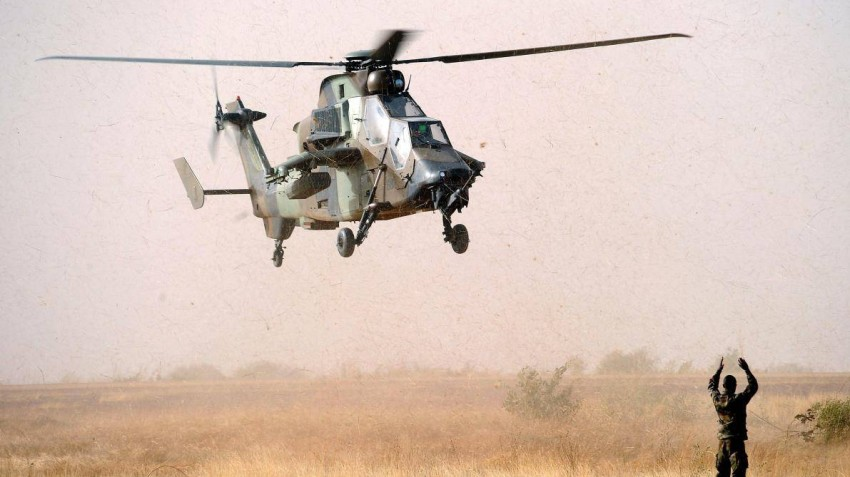 تهدف عملية «برخان» العسكرية لمحاربة الإرهاب في الساحل الأفريقي. (أ ف ب)