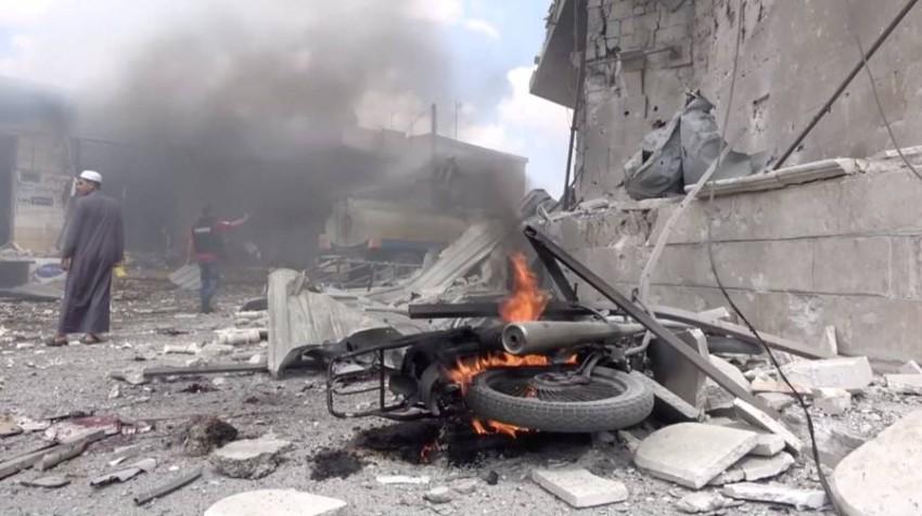 دخان يتصاعد جراء غارة جوية على سوريا. (رويترز)