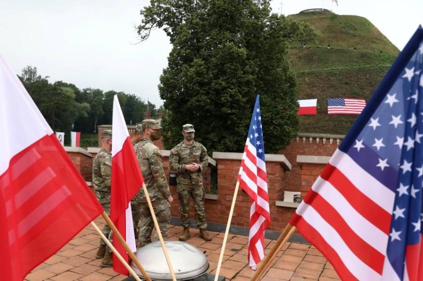 جنود أمريكيون في بولندا. (رويترز)