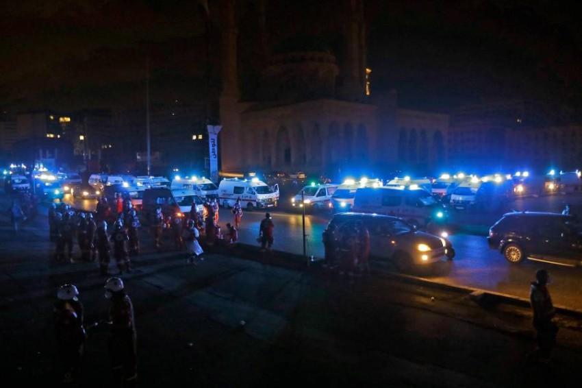 سيارات إسعاف بموقع انفجار بيروت. (أ ف ب)