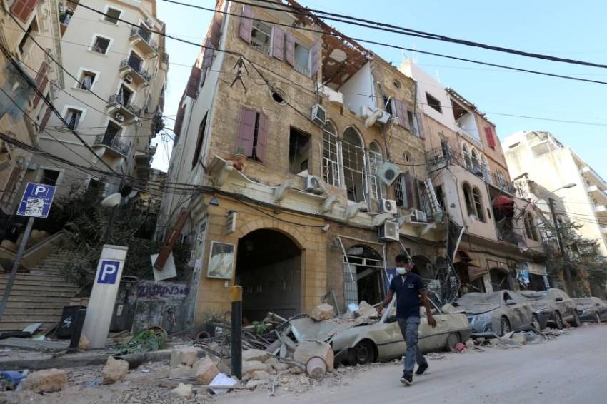 آثار الدمار قرب المرفأ. (رويترز)