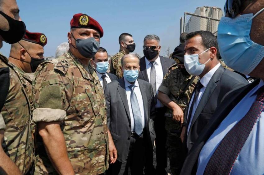 الرئيس اللبناني يتفقد موقع الانفجار. (أ ف ب)