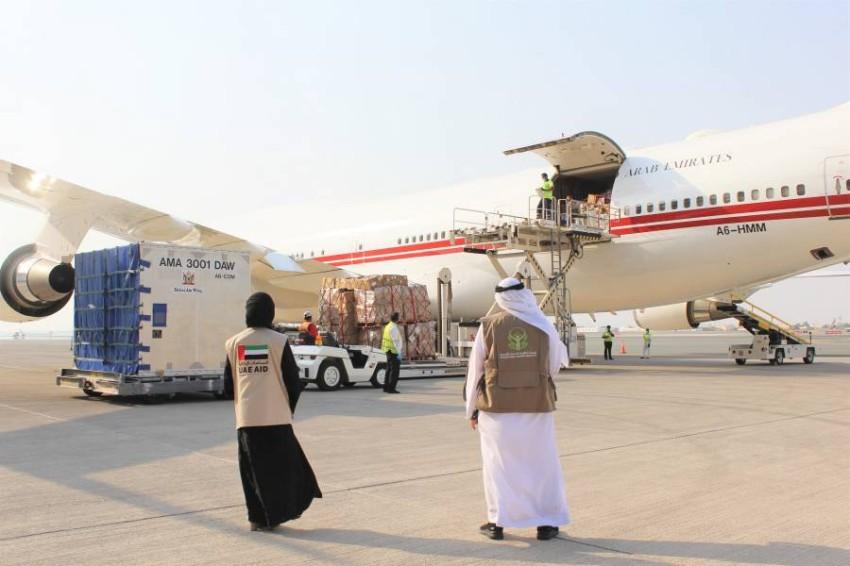 طائرة مساعدات إماراتية قبل توجهها إلى لبنان. (من المصدر)