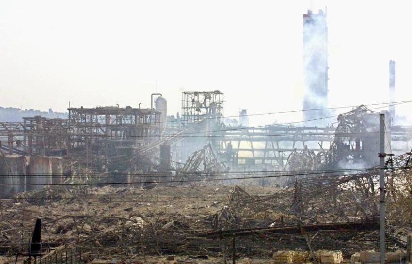 الدخان يتصاعد من موقع انفجار بيروت. (أ ف ب)