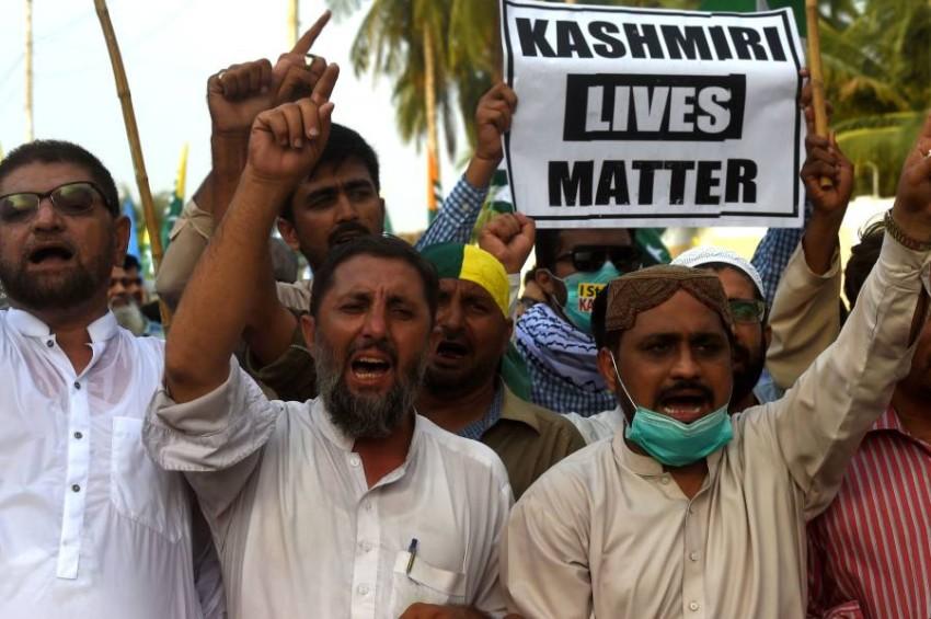 مظاهرات في باكستان ضد إجراءات الهند في كشمير. (أ ف ب)