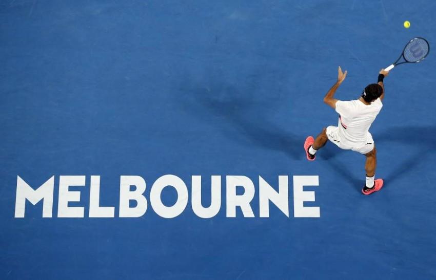 روجر فيدرر في ملاعب بطولة أستراليا المفتوحة للتنس. (رويترز)