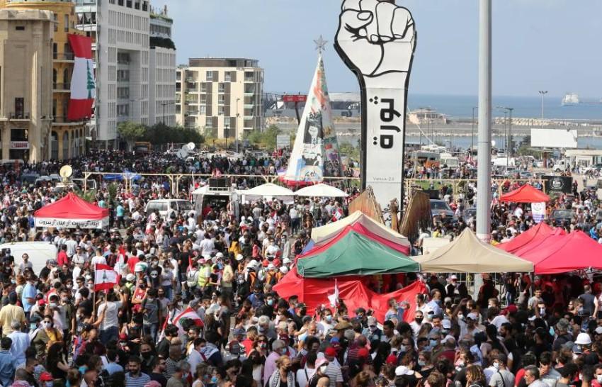 لبنانيون يحتشدون ضد القادة السياسيين. (إي بي أيه)
