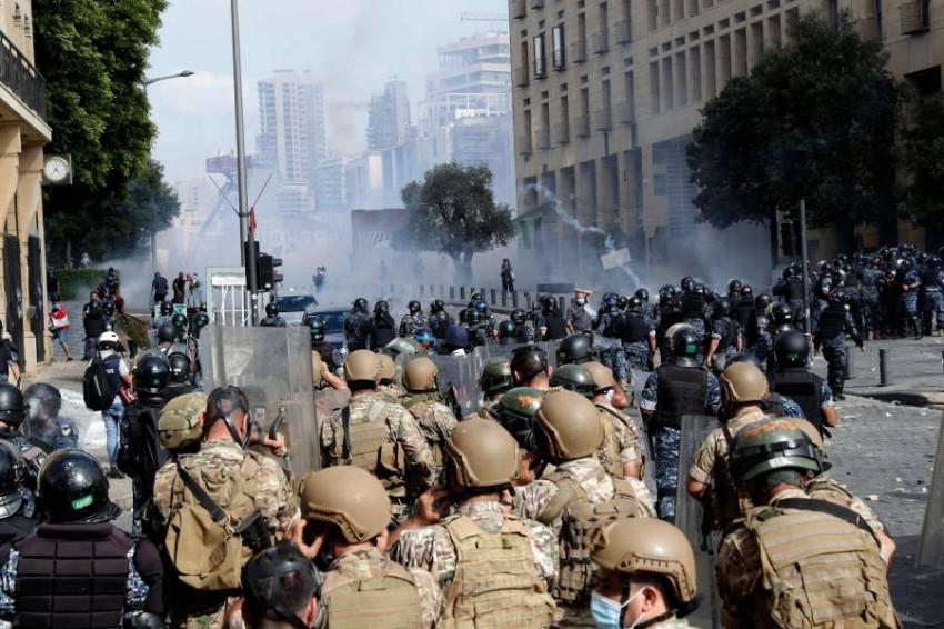اشتباكات قوات الأمن والمحتجين في بيروت. (أ ف ب)