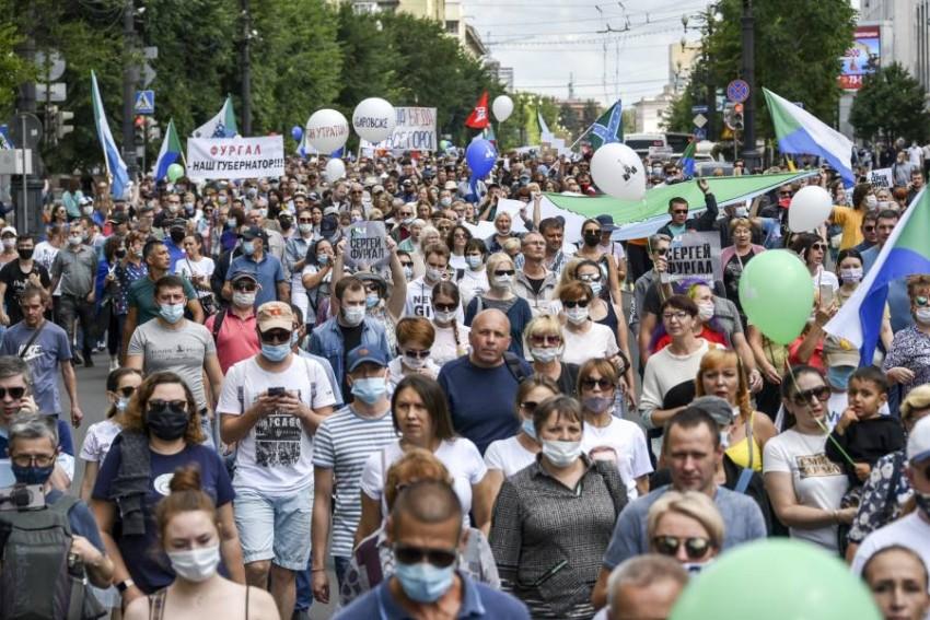 المتظاهرون في روسيا يواصلون احتجاجهم. (أ ب)