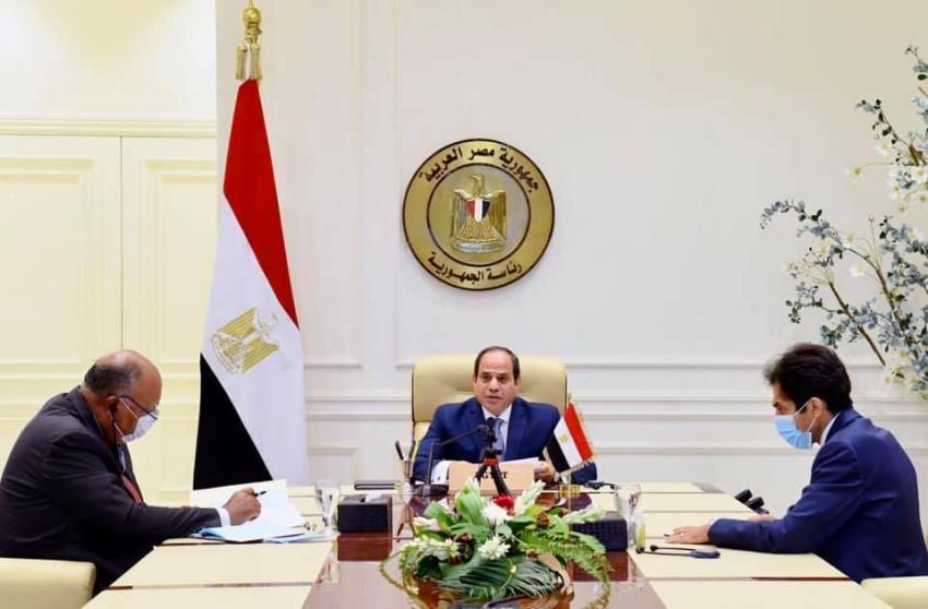الرئيس السيسي ووزير الخارجية والمتحدث باسم الرئاسة المصريان. (من المصدر)