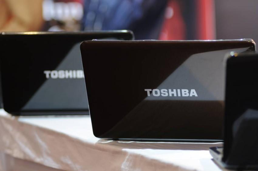 تراجعت حصة توشيبا في سوق الحواسب من الذروة التي بلغت 17.7 مليون