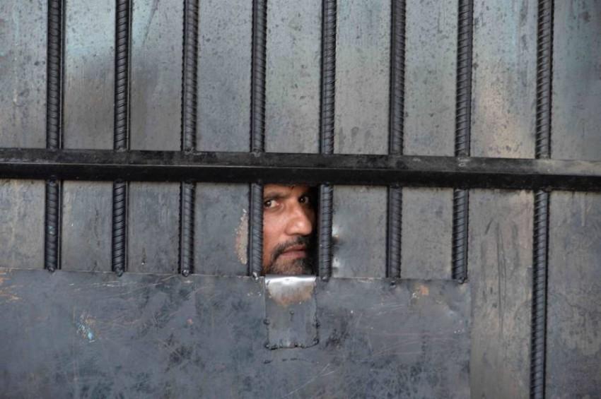 سجين من طالبان في جلال أباد. (أ ف ب)