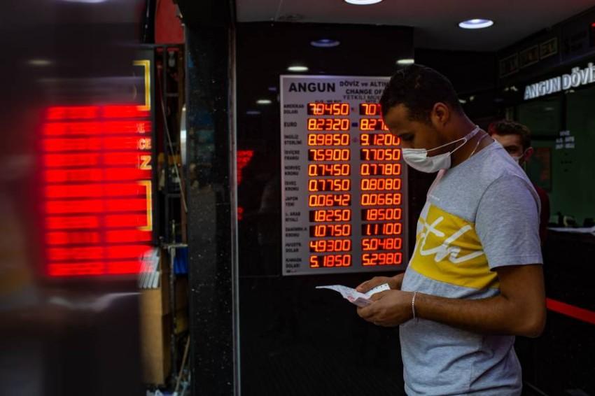 الليرة التركية هي الأسواء بين عملات الأسواق الناشئة في 2020. الصورة من أ ف ب