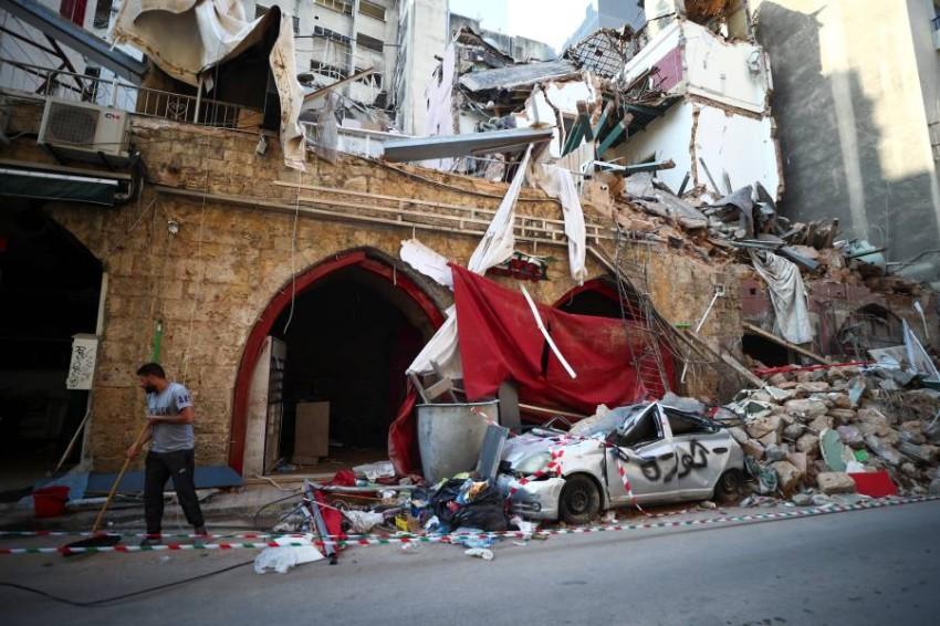 صورة ترصد الدمار والحطام الذي خلفه انفجار ميناء بيروت - رويترز