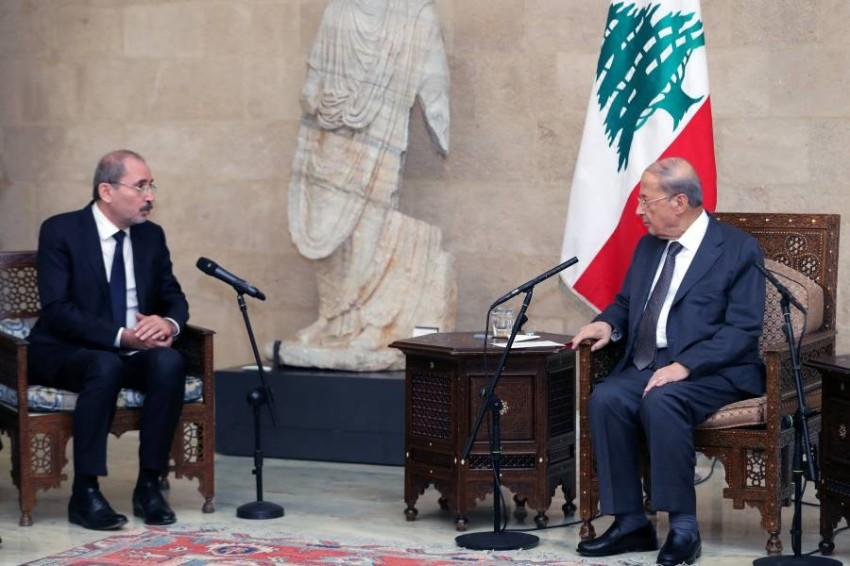 ميشال عون مستقبِلاً أيمن الصفدي في بيروت. (رويترز)