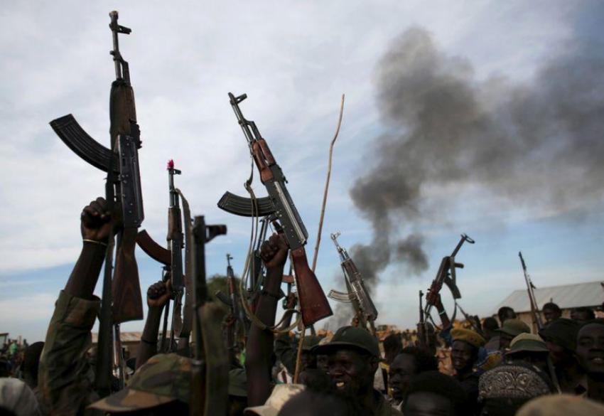 مسلحون في جنوب السودان. (رويترز)