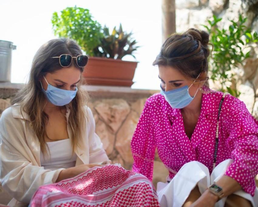 الملكة رانيا بالكمامة