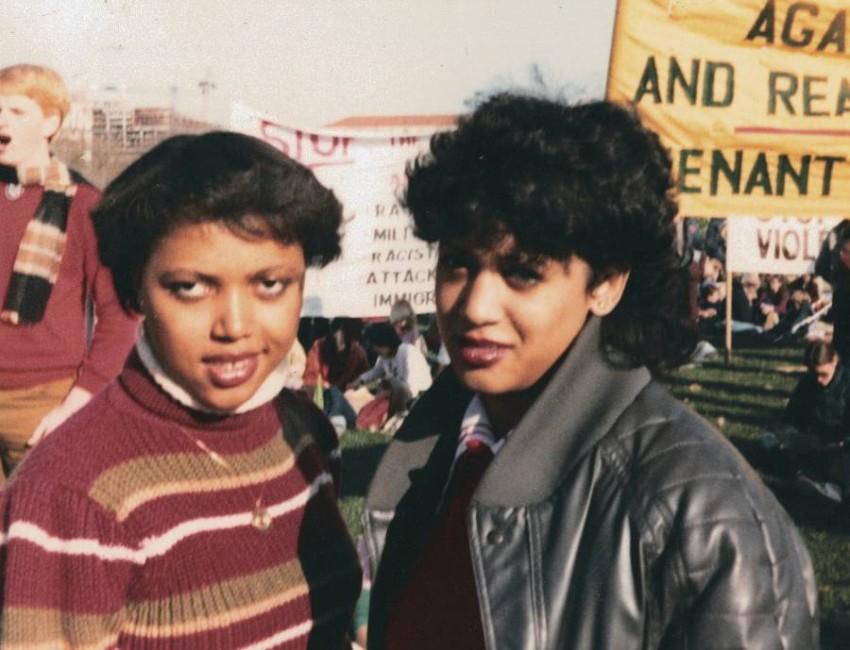 هاريس في مظاهرة ضد العنصرية 1982. (أب)