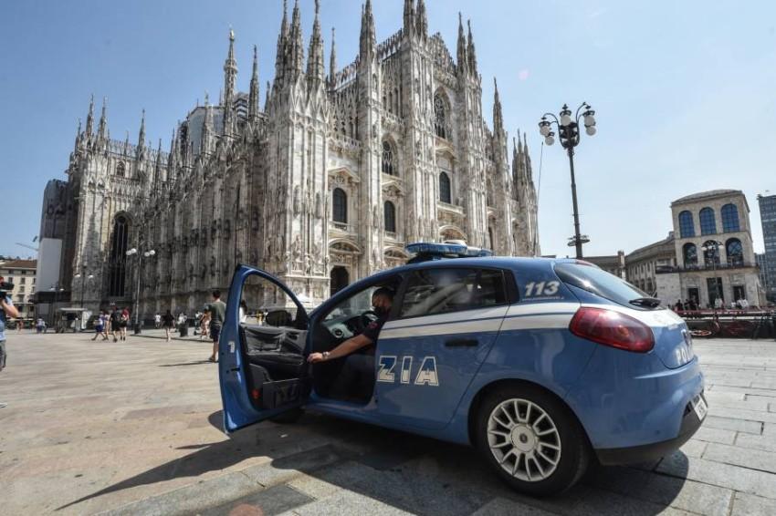 سيارة شرطة خارج كاتدرائية ميلانو. (إي بي أيه)