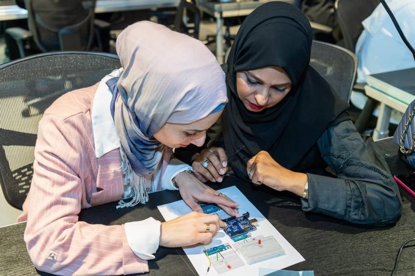 السفارة الأمريكية في أبو ظبي تطلق أكاديمية لدعم ر ائدات الأعمال في الإمارا ت. «من المصدر»