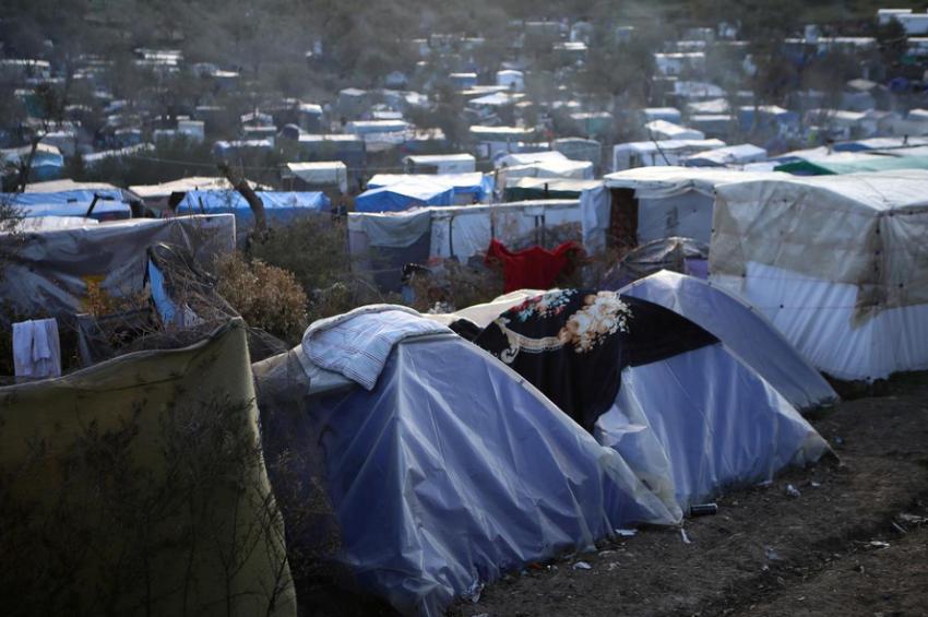 أحد مخيمات اللاجئين في جزر اليونان. (رويترز)