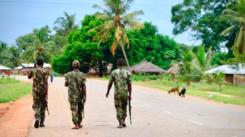 مقاتلون من «داعش» يستولون على ميناء في شمال موزمبيق الغني بالغاز الطبيعي. (أ ف ب)