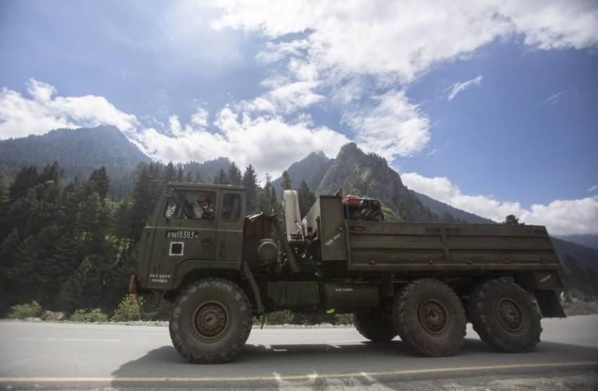 آلية عسكرية هندية في إقليم لاداخ. (أ ب)