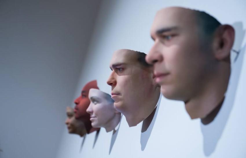 معرض الخيوط الخفية التكنولوجيا ومفارقاتها