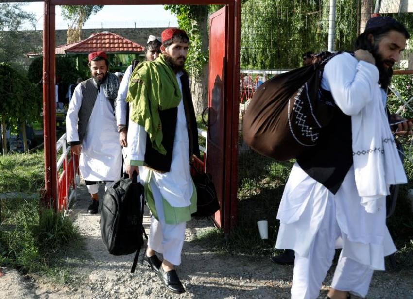 سجناء من طالبان أُخلي سبيلهم في كابول. (رويترز)