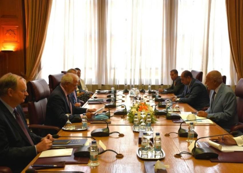 جانب من اجتماع أحمد أبوالغيط مع جوزيب بوريل في القاهرة. (من المصدر)