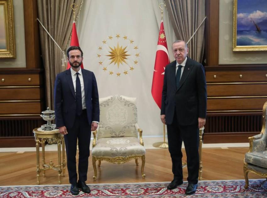أردوغان مستقبلاً روبرت سبانو في أنقرة. (إي بي أيه)