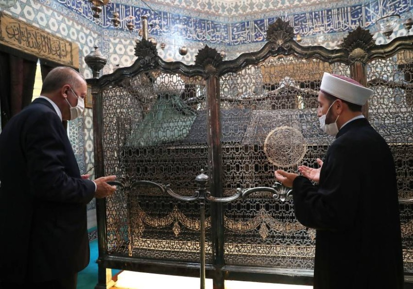 بعد انتخابات 2017 ظهر أردوغان علناً لأول مرة عند ضريح سليم الأول، وأعاد قفطان وعمامة السلطان إلى المقبرة والتي كانت قد سرقت قبل سنوات - رويترز