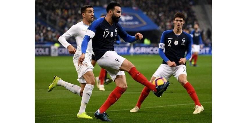 عادل رامي مع منتخب فرنسا. (أ ف ب)