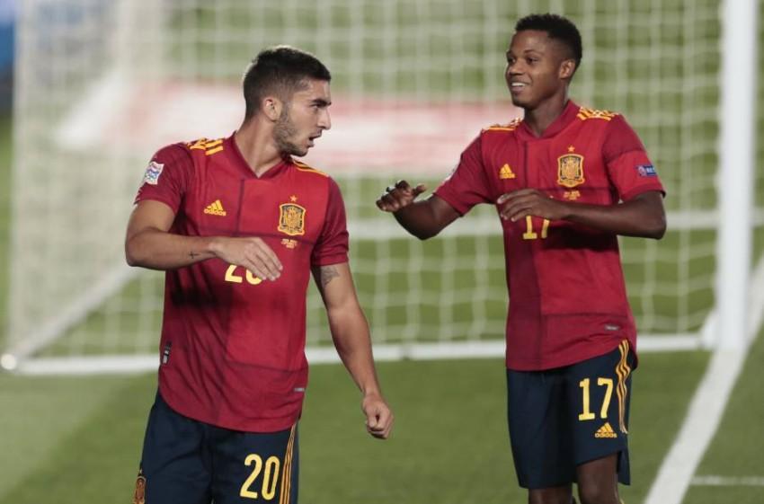 فران توريس وأنسو فاتي سجلا هدفين لمنتخب إسبانيا. (أ ب)