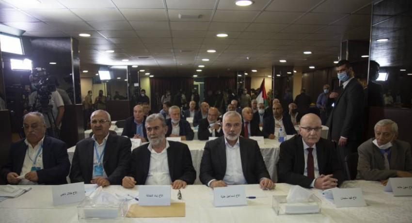 وصف مغردون بعض الوجوه القيادية في المشهد السياسي الفلسطيني بـ«نكبة فلسطين الحقيقية». (إيه بي أيه)