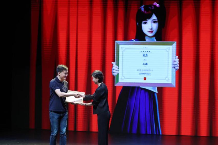 تم إنشاء الأغنية التي تحمل عنوان «أمل Hope»، بواسطة كاتب الأغاني والمغني تشو جينغشى