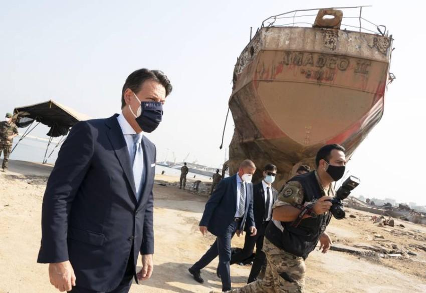 رئيس الوزراء الإيطالي جوزيبي كونتي بموقع انفجار مرفأ بيروت. (إي بي أيه)