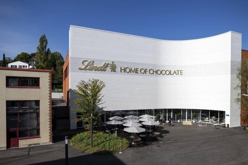 تحتل «لينت» المرتبة السادسة عالمياً في صناعة الشوكولاتة. (أ ب)