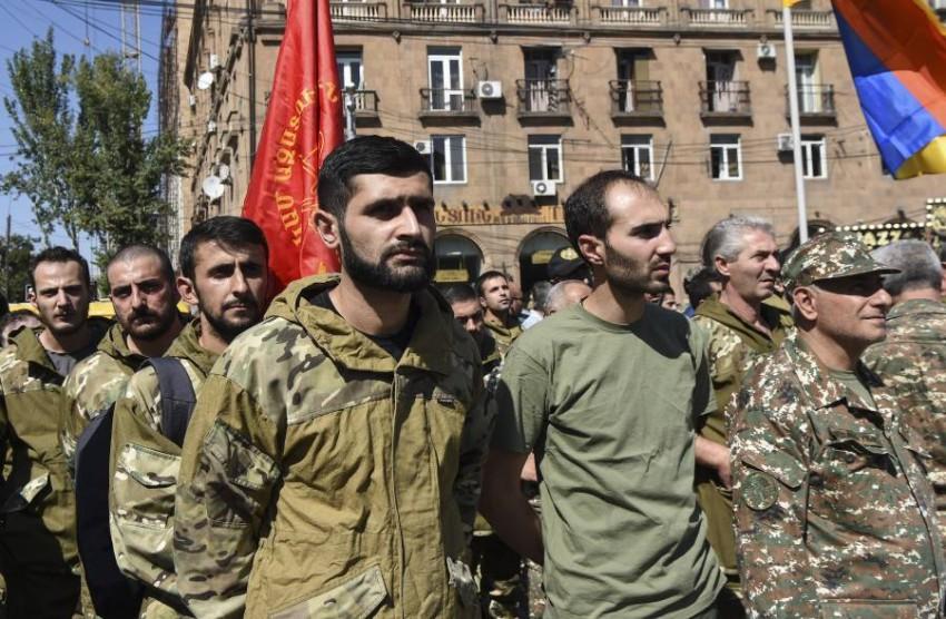 مقاتلون في الجيش الأرميني. (إي بي أيه)