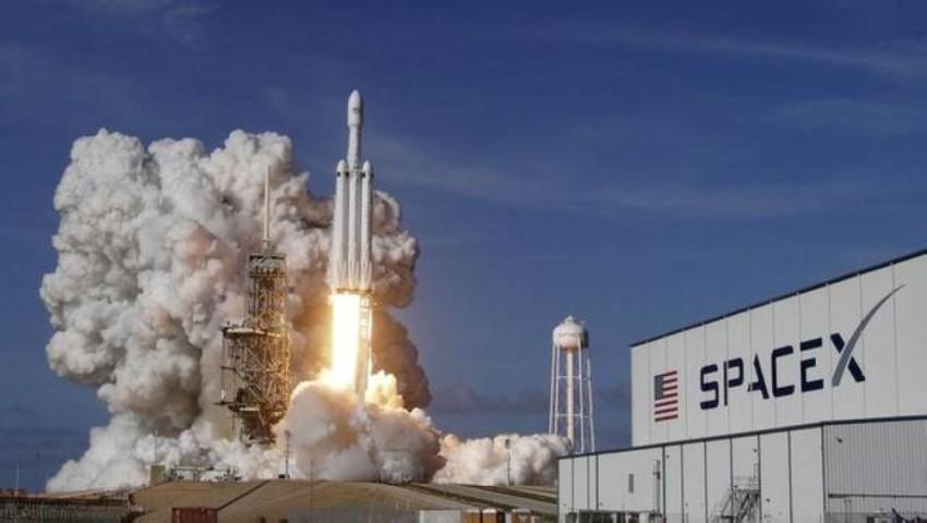 صاروخ سبيس اكس حامل الأقمار الصناعية