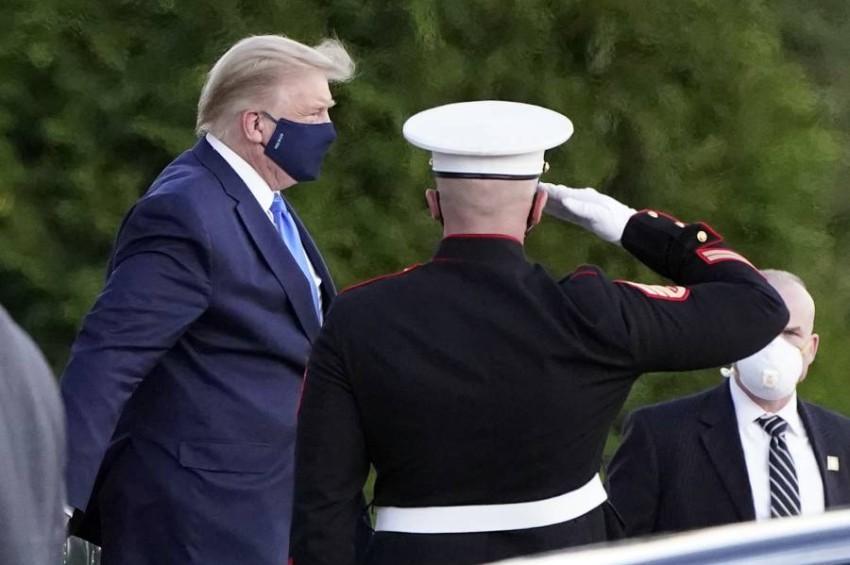 ترامب يصل إلى المستشفى العسكري. (أ ب)