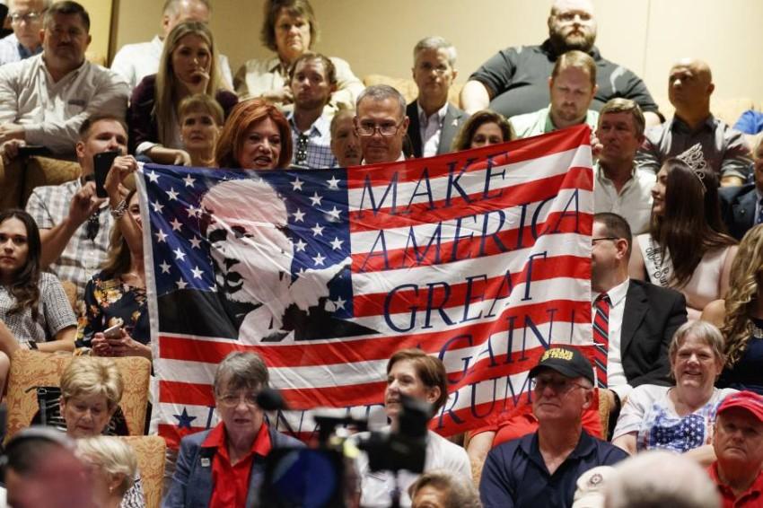 ناخبون يشجعون ترامب - أ ب
