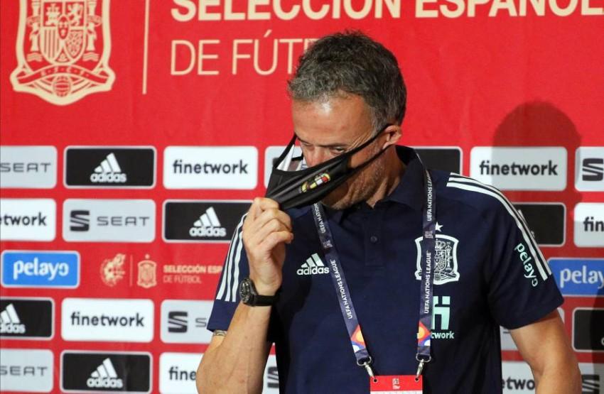 لويس إنريكي المدير الفني لمنتخب إسبانيا. (إ ب أ)