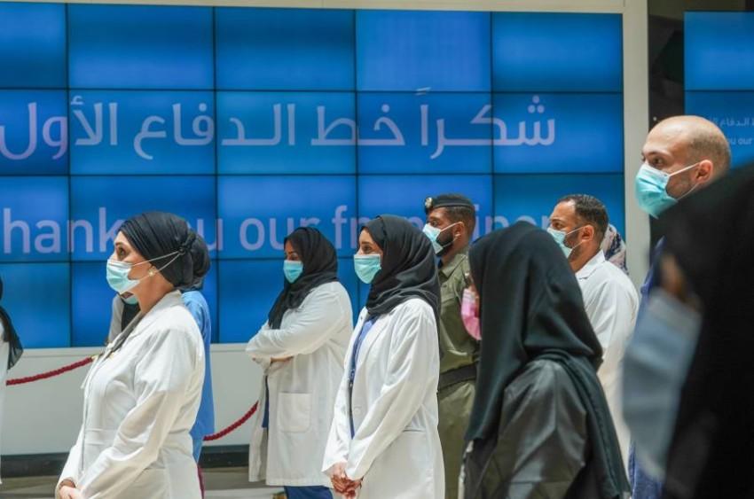 منصور بن محمد بن راشد آل مكتوم يزور مستشفى دبي الميداني ويثني على جهود خط الدفاع الأول بمواجهة جائحة كوفيد 19;مبادرة حياكم أطلقتها وزارة التربية والتعليم بالشراكة مع مكتب فخر الوطن