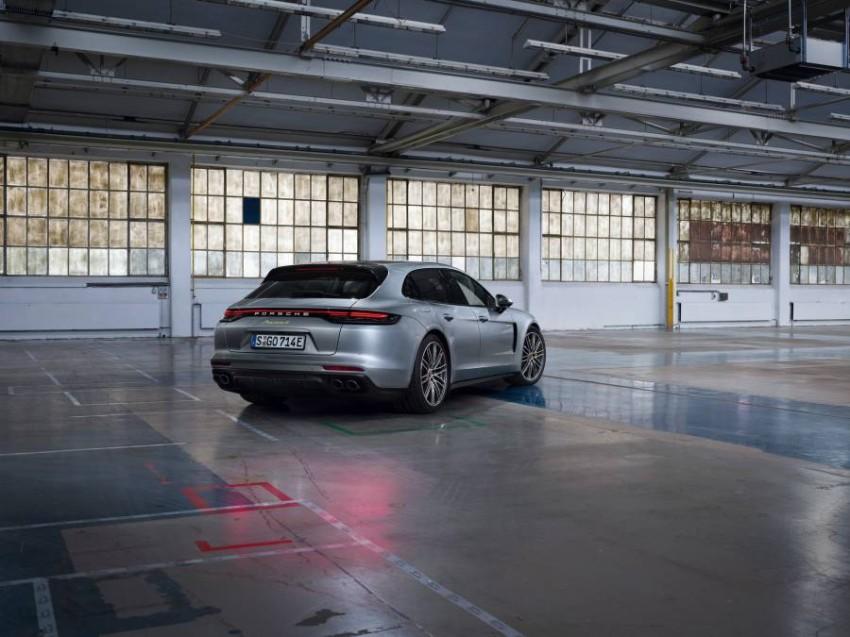 2021-Porsche-Panamera-3
